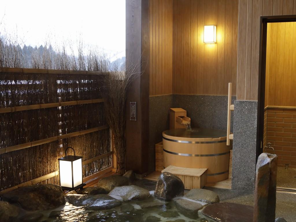 【大浴場:露天風呂】1名様でごゆっくりご入浴できる樽風呂