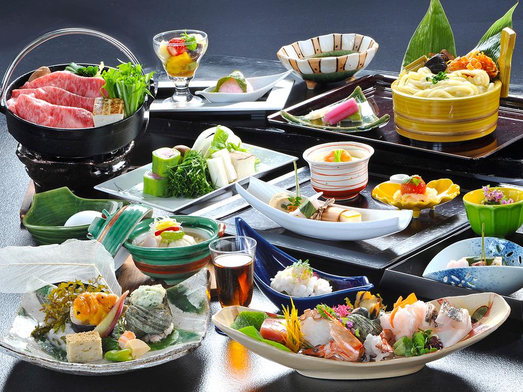 【夕食イメージ】能登の里山里海で獲れた旬菜を織り交ぜた和会席をオーシャンビューの食事処でご堪能下さい