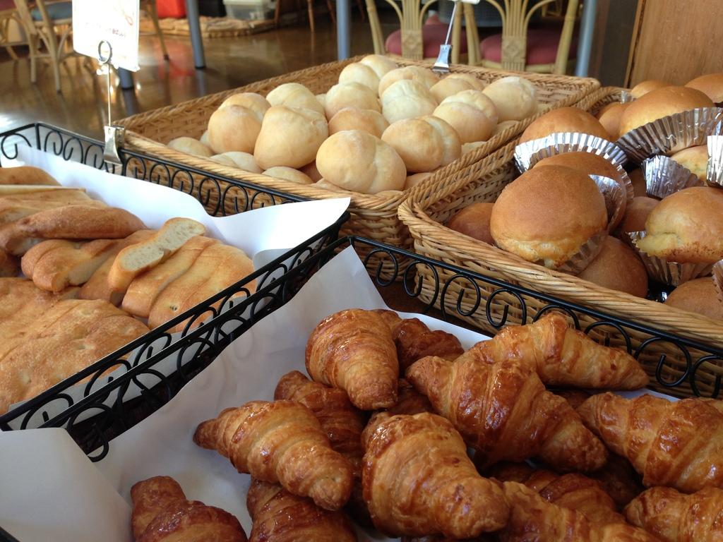 自家製パンはお替り自由!