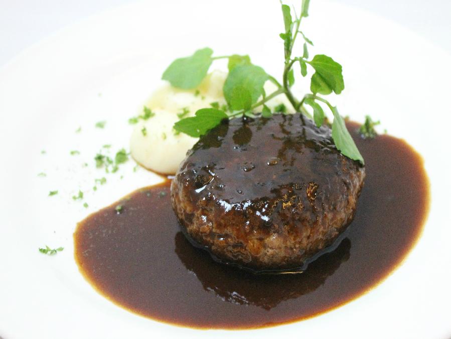 洋食屋のハンバーグ デミグラスソース マッシュポテト添え   ※写真はイメージです
