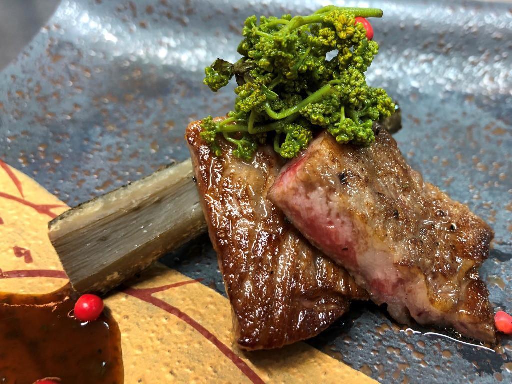 ジューシーな黒毛和牛のステーキ