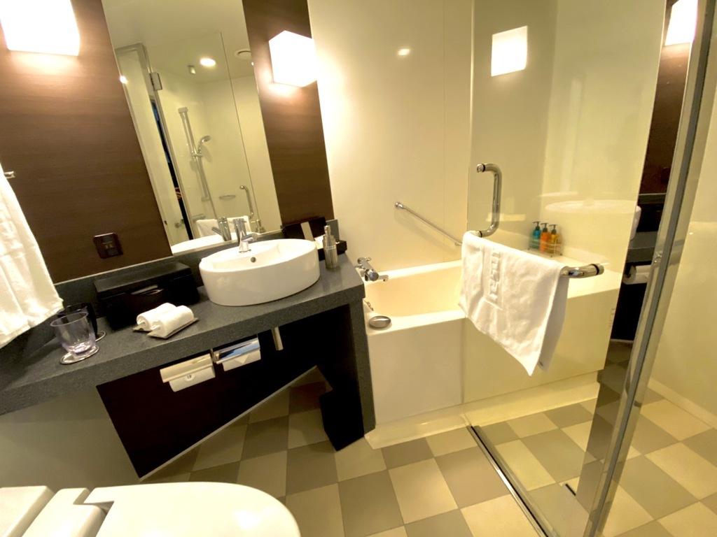 シャワーブース付バスルーム