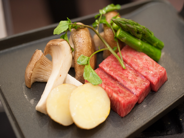 夕食一例 飛騨牛鍬焼き