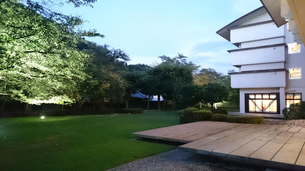 涼しい風が吹き抜ける庭園