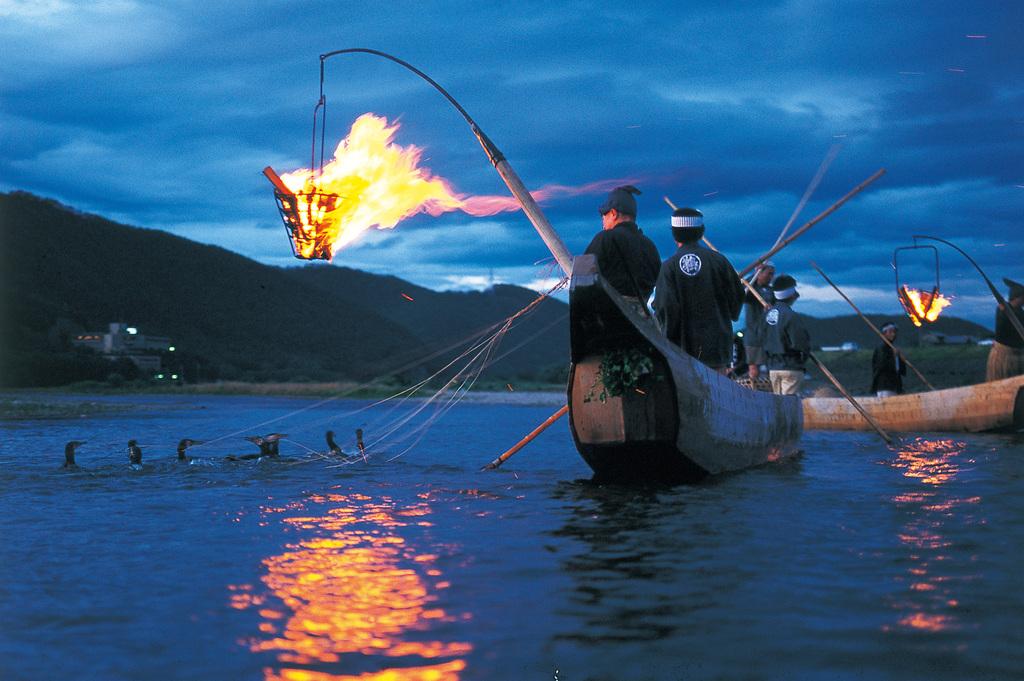 長良川伝統の『鵜飼』を船上で観賞