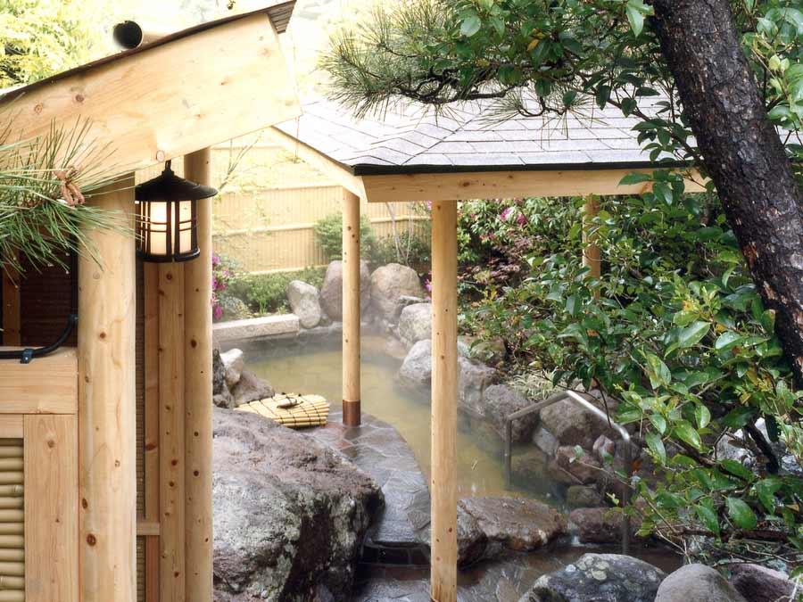2つの源泉から湧き出る掛け流しの湯をお愉しみください