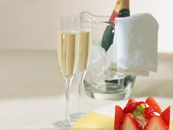 クリスマス特典☆スパークリングワイン&ケーキ(イメージ)