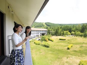 連泊がお得!のんびり時間を北軽井沢で~お夕食は口コミ4.5以上!約60種類のバイキング