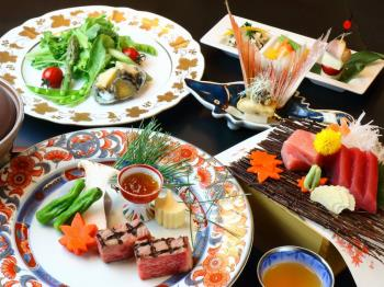 ご夕食は山上館レストラン「グリーンヒル」ハーフバイキングプラン