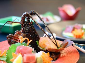 ご夕食は山上館レストラン「グリーンヒル」豪華伊勢海老ハーフバイキングプラン