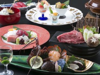 ご夕食は山上館レストラン「グリーンヒル」豪華伊勢海老ハーフバイキングプラン-