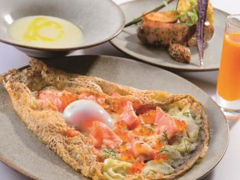 【Farm to Table TERRA】2種類から選べる上質ガレットや新鮮野菜のサラダバーが付いた『朝食ハーフバイキング』