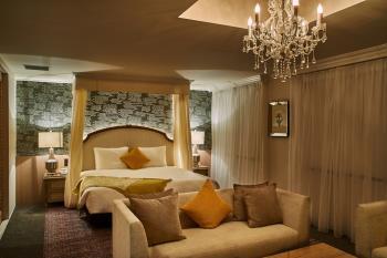 【リニューアル記念】 二人でもゆったり・クイーンサイズの特別製ベッドとソファ...