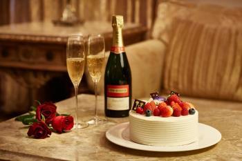 【記念日プラン】 ゆったりお部屋でケーキを囲み、シャンパンを傾けながら~ ≪駐...