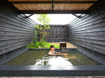 サウナ・露天風呂完備の家族風呂でゆったりリラックス♪【島風の湯日帰り温泉+家族風呂】