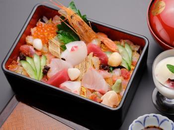 【温泉入浴+海鮮ちらし+選べる癒し】季節の食材てんこ盛り☆旬のお魚ちらし重&SPAパック