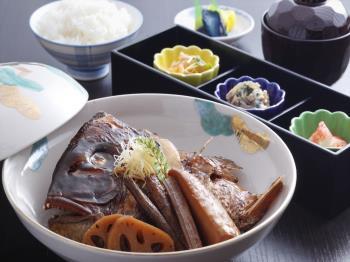 〈日帰り昼食 ダイニング康貴〉鯛の荒煮膳