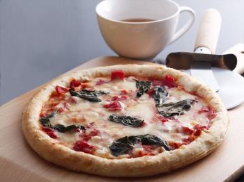 〈日帰り昼食 ダイニング康貴〉石窯で焼き上げるマルゲリータピザ