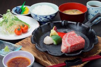 〈日帰り昼食 ダイニング康貴〉姫路和牛ステーキ膳(120g)