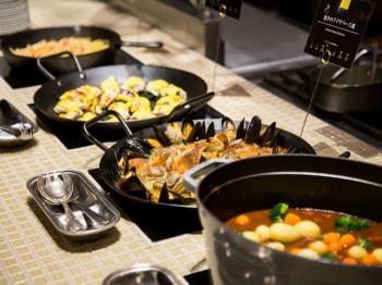 【夕食・朝食付】ディナー食べ放題&90分ドリンク飲み放題