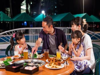 【夕食・朝食】夏休みはみんなでわいわい♪プールサイドバーベキュー