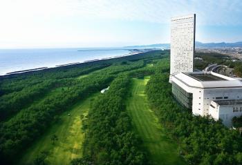 【食事なし】カップルにおすすめ♪ トム・ワトソンゴルフコース2名プレー&コテージ・ヒムカ...