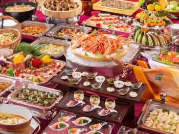 【GWがお得!】【定番バイキング】カニや旬の魚の炭火焼に実演ステーキも!全60種類が食べ放題