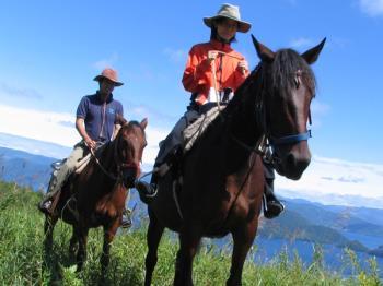 【身長140cm以上の方はコチラ】大自然で乗馬体験 本格レイクトレッキング!