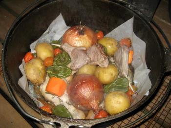 洞爺湖の旬の野菜をダッチオーブンでいただきます。大自然の恵みを味わおう♪