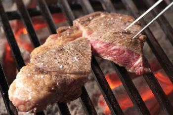 【期間限定】北海道和牛とたらば蟹の炭火焼きディナー付1泊2食プラン
