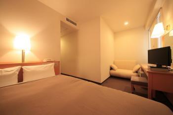 【デラックスシングルプラン】【朝食なし】 広いベッドをお一人様で贅沢に!