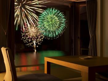 《公式HP限定》【花火と湖の絶景とともに】高層階をお約束。湖上に咲く大輪の花火をより間近に眺める客室