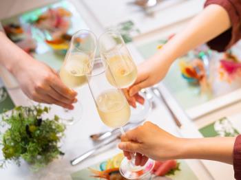《公式HP限定5%OFF》【フレンチコース料理デビュー】ワイン一杯&パティシエオリジナルレシピをプレゼント