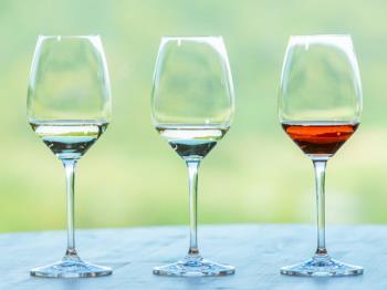 《公式HP限定5%OFF》【上質なお部屋でワインを堪能】NIKI Hillsワイン×緑の風シェフ厳選チーズ4種類盛り合わせ