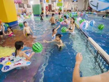 【冬休みファミリー】待ちに待った冬休み!冬もプールだ♪みんなでラグーンへGO/プレミアムダイニング