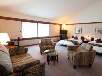 【1日2室カップル限定】緑に囲まれた貸切風呂特典付デラックスツインルームで豪華な滞在プラン
