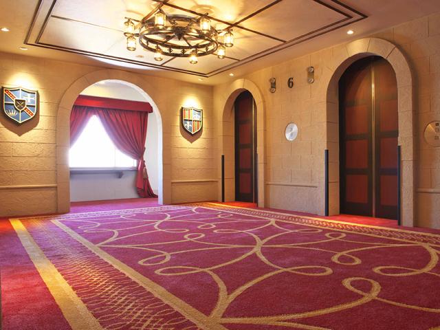 お城の中のゲストルームへようこそ(エレベーターホール)