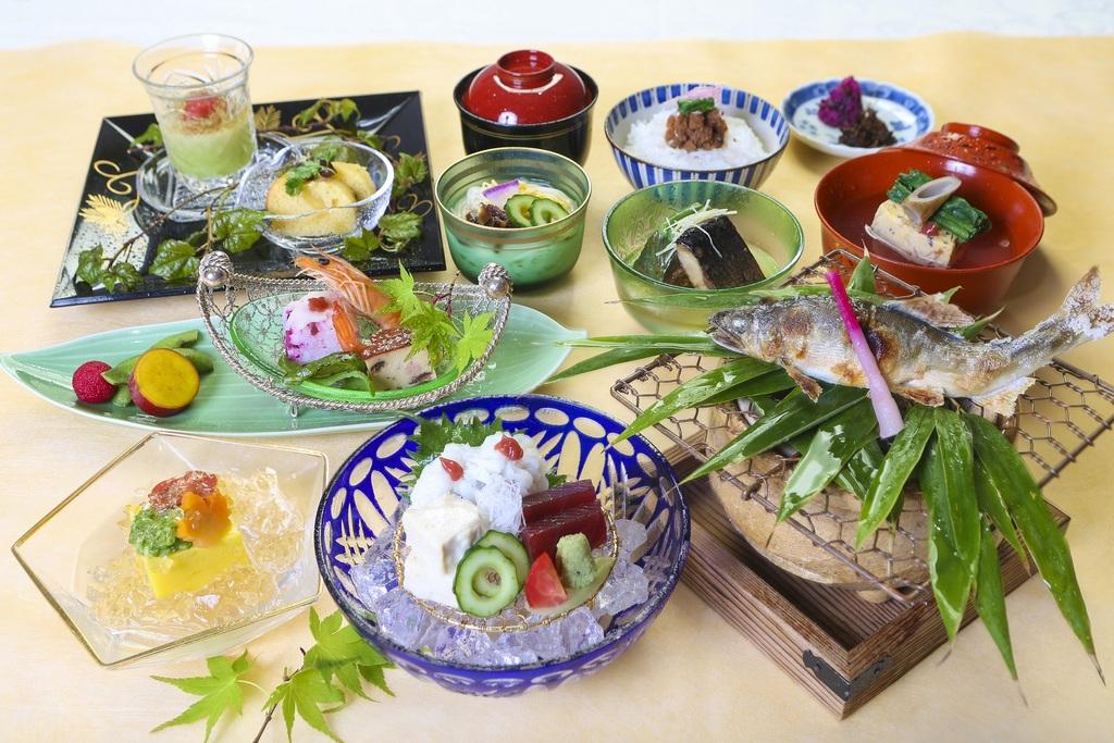 春季ご夕食一例(季節により内容は変わります)