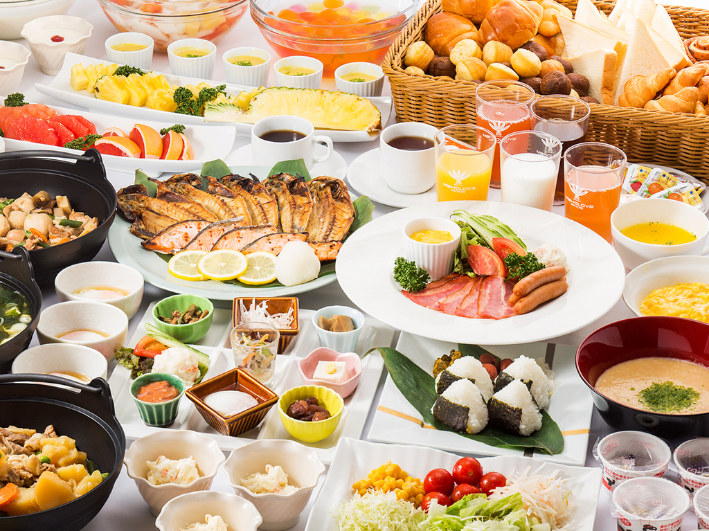 和洋取り揃えた朝食バイキングをお楽しみください(イメージ)