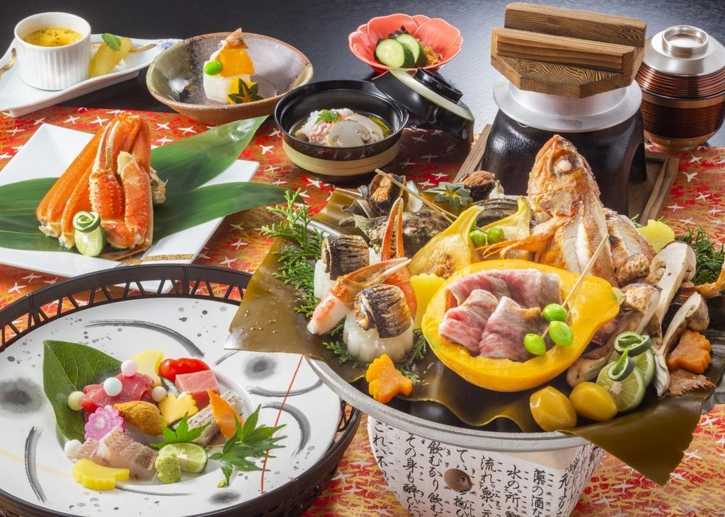 初夏の和食会席。三崎マグロ、ホタルイカ、サワラなどボリューム満点(イメージ・4〜6月)。
