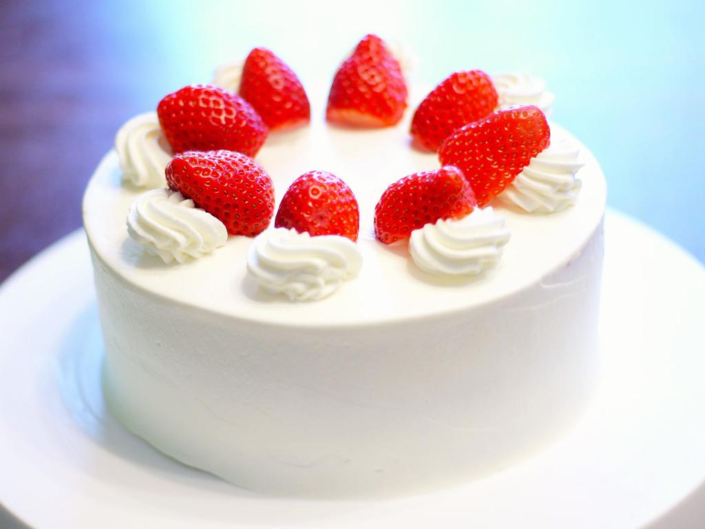 ホールケーキ付き!みんなが喜ぶお祝いバイキングプランで楽しい記念日を!