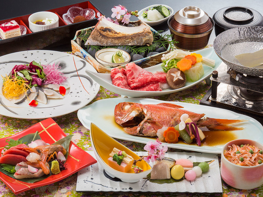1日目「冬の和食会席」フグ、ズワイガニ、牛ひれステーキ、金目鯛など味もボリュームも満点(イメージ)。