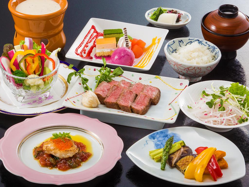 1日目「鉄板焼き」黒毛和牛ステーキのほか、三浦産野菜もたっぷり(イメージ)。
