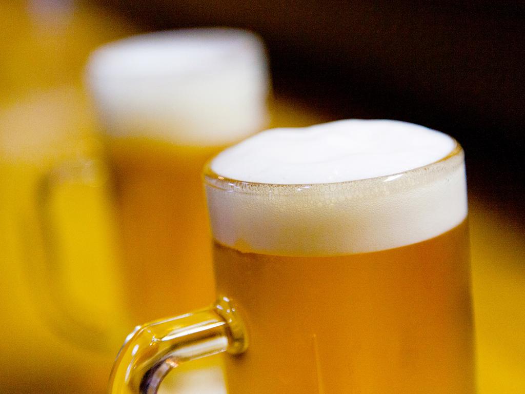 ビールで乾杯!(イメージ)