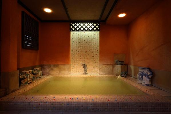 6つの貸切風呂の1つハーブ風呂。貸切風呂は翌朝10時まで夜中ご利用いただけます