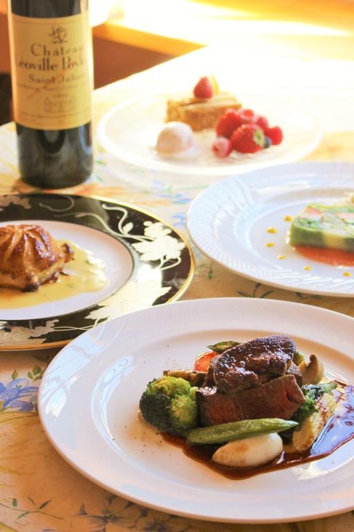 夕食は南房総の旬の食材を使った正統派フレンチフルコースをご用意