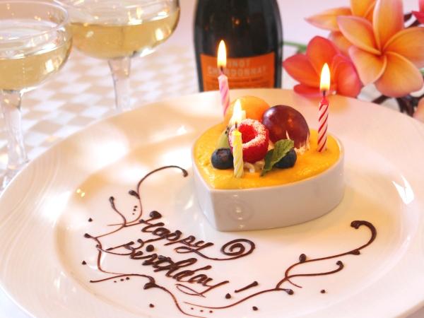 ディナーのデザート時にミニメモリアルケーキをどうぞ。ご希望のコメントを添えさせていただきます
