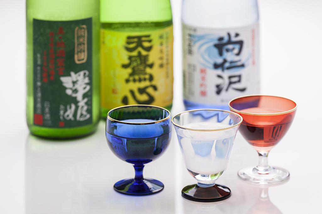 夕食時に日本酒飲み比べセットまたはダビドフシガー1本をサービスいたします。