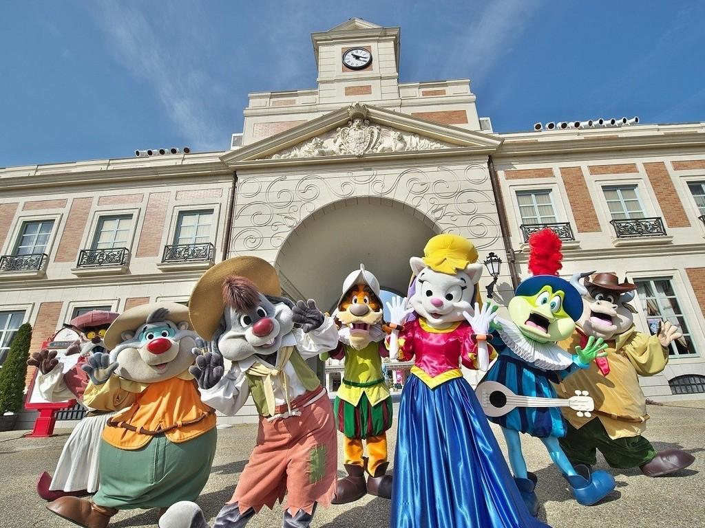 志摩スペイン村の愉快なキャラクター達が待ってるよ!