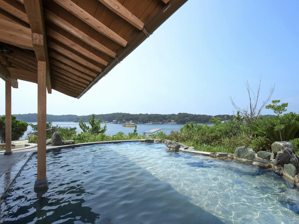 賢島の源泉を引き込んだトロミのあるお湯が特徴の天然温泉です。